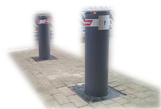 Zwei dunkelgrau lackierte Automatikpoller mit LED-Beleuchtung.