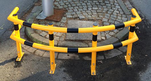 gelber, extrabreiter Rammbügel mit schwarzen Streifen.
