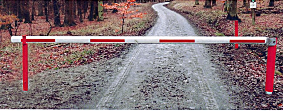 Forstschranke mit kardanischer Aufhängung und zwei Auflagepfosten