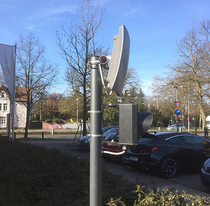 UHF-Antenne an Pfosten montiert